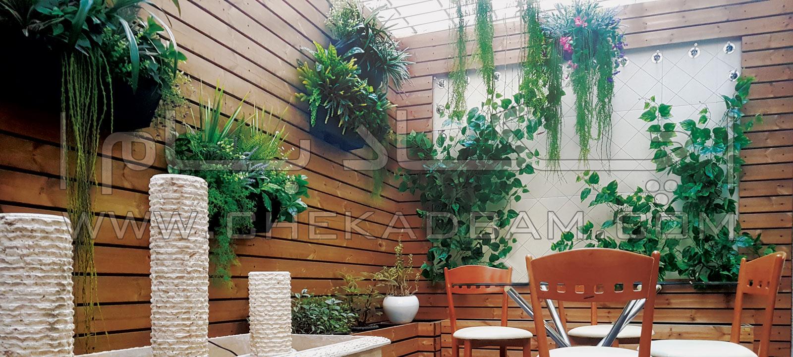 بنر تراس سبز شیخ بهایی تهران تزئین تراس با چوب و گیاه و میز و نیمکت بالکن با صفا