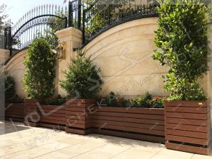 فلاورباکس و تری باکس های چوبی چوب پلاستیک در حیاط باغچه پرتابل یاس هلندی کاج نوئل ساناز