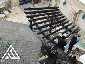 نمای بالا پرگولا قوسی چوبی چوب پلاست حیاط ساختمان مسکونی تهران زرافشان