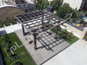 نمای بالا از پرگولای چوبی پلاست  عکس هوایی از  روف گاردن