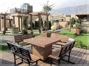 میز و نیمکت چوبی مناسب فضای باز پشت بام