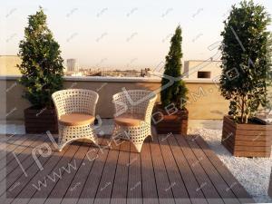 کف پوش و دیوار چوب پلاستیک میز و صندلی فضای باز روی پشت بام شهرک غرب تهران