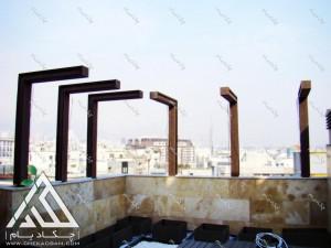 اجرای ستون های پوشیده شده با چوب پلاست