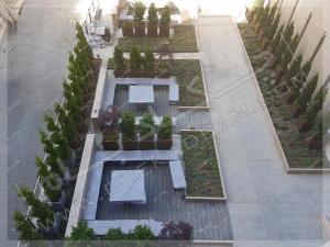 نمای بالا از فضای سبز حیاط به سبک پرتابل مدولار باغچه روی سقف پارکینگ ونک تهران