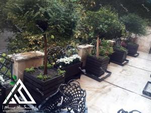 تزیین تراس کوچک چیذر تهران فلاورباکس چکاد بام گلدان سبز طراحی بالکن