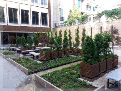 روف گاردن باغچه روی سقف پارکینگ درخت و فلاورباکس چوبی