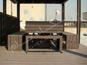 آتریوم آلاچیق چوبی چوب پلاست در روی پشت بام تهران پاسداران و میز و نیمکت چوبی