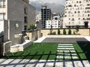 چمن مصنوعی و گل و درخت طبیعی روی پشت بام روف گاردن فرمانیه تهران