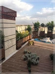فضای سبز بر روی پشت بام در کرمان و کف پوش چوبی
