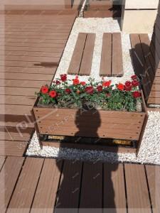 گلدان گل بر روی پشت بام روف گاردن