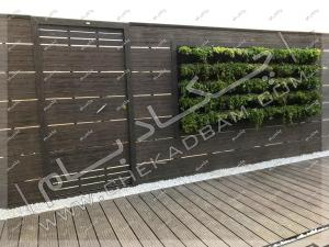 دیوار سبز و چوب و کف پوش چوبی روی پشت بام