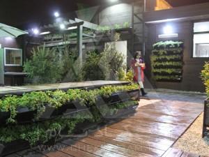 روف گاردن-بام سبز-چوب پلاست-نردبان چوبی-آلاچیق-فلاورباکس-دیوار سبز-مدولار-نمای چوبی-میز و نیمکت-سینی پوششی