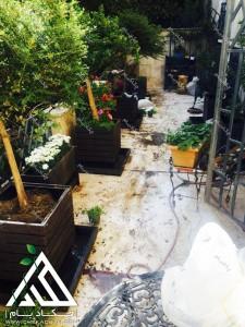 تزیین تراس کوچک چیذر تهران فلاورباکس چکاد بام گلدان سبز طراحی بالکن حین اجرا