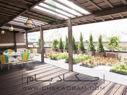 نمای کل : تراس سبز کف چوب پلاست  سقف چوب پلاست فلاورباکس