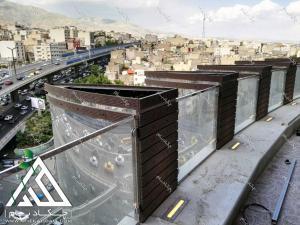 فلاورباکس لبه تراس قبل از کاشت گیاهان نمای شمال شهر تهران از تالار